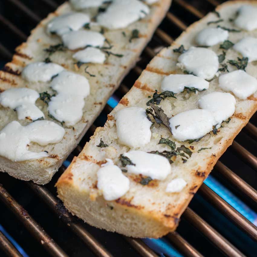 Grilled Garlic Bread With Cheese Square