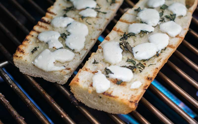 Grilled Garlic Bread With Cheese