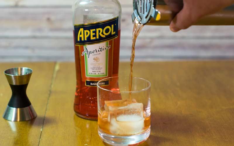Aperol Negroni Pour